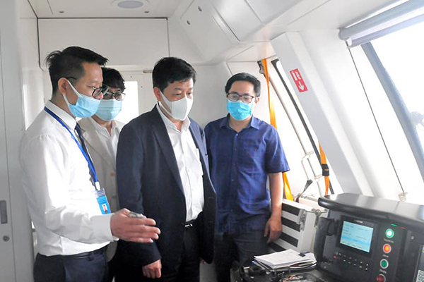 Phó Chủ tịch Hà Nội mua vé, đi thử tàu Cát Linh - Hà Đông