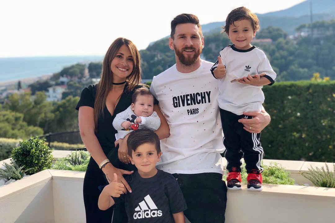 Vương giả như Ronaldo, hưởng thụ kiểu Messi
