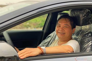 Kỷ lục người già lái xe: Gần 80 tuổi vẫn học lái ô tô
