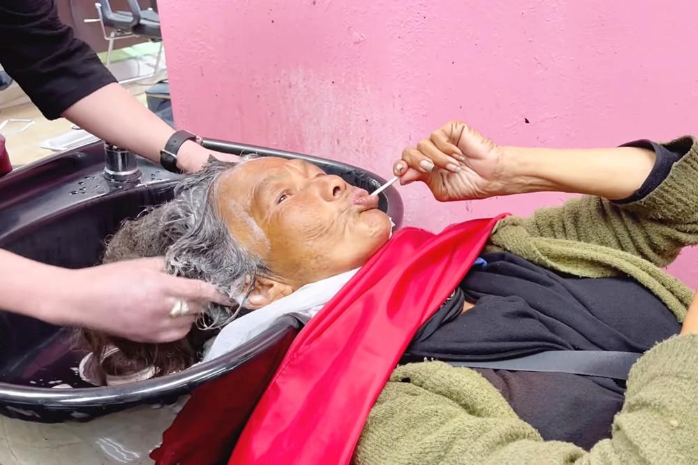 danh hai thuy nga phu phep ca si kim ngan sanh dieu khong ngo 2 Ca sĩ Kim Ngân được danh hài Thuý Nga đưa đi cắt tóc, mua quần áo mới