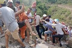 Xe container đâm liên hoàn khi đổ đèo, nhiều người rơi xuống vực