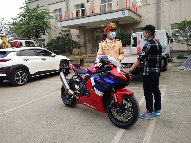 Phóng mô tô gần 300 km/h: Việt Nam phạt 10,5 triệu, nước ngoài có thể bị phạt tù