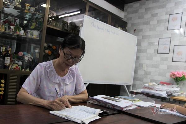 Lớp học miễn phí của bà giáo về hưu ở Đà Nẵng