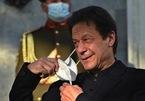 Thủ tướng Pakistan tiêm vắc-xin vẫn nhiễm Covid-19, dân châu Âu biểu tình chống phong tỏa