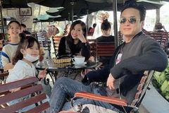 Hồng Đăng bên vợ và 2 con ngày Quốc tế hạnh phúc