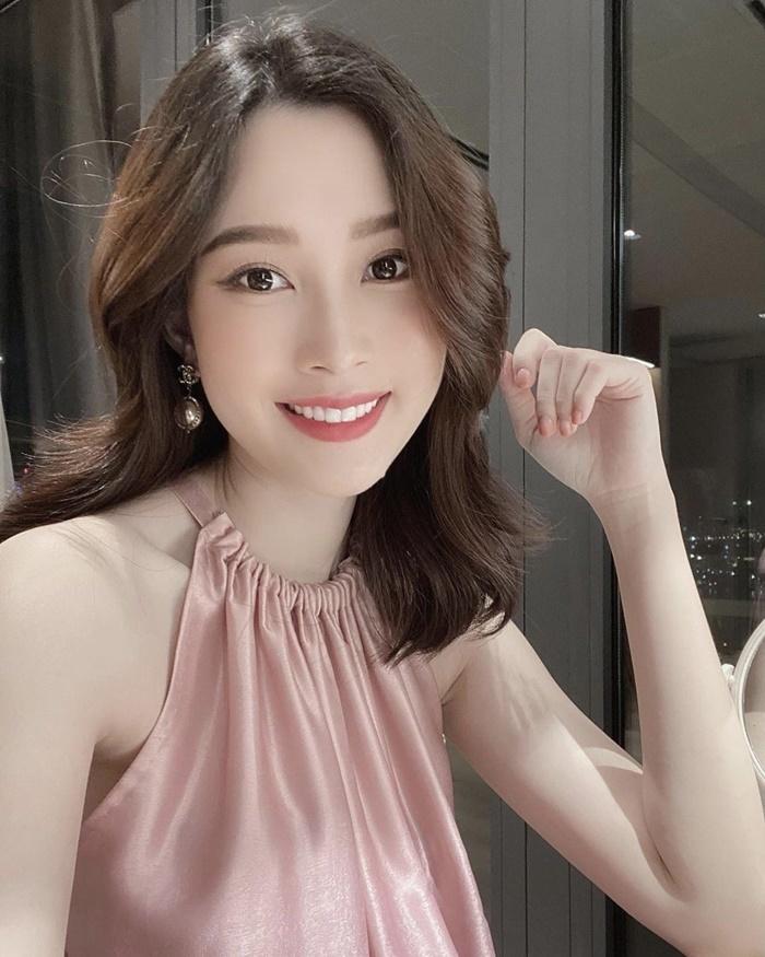 Hoa hậu Đặng Thu Thảo xinh đẹp, viên mãn tuổi 30 bên chồng và 2 con