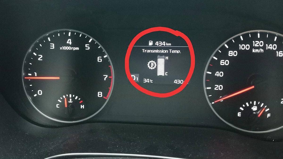 Cách dừng xe chờ đèn đỏ để phòng tránh hư hại hộp số ô tô 3