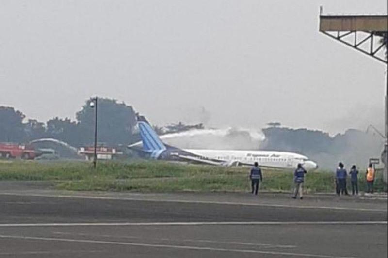 Máy bay Indonesia trượt khỏi đường băng khi hạ cánh