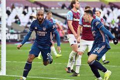 Bị dẫn trước 3 bàn, Arsenal được giải cứu ngoạn mục