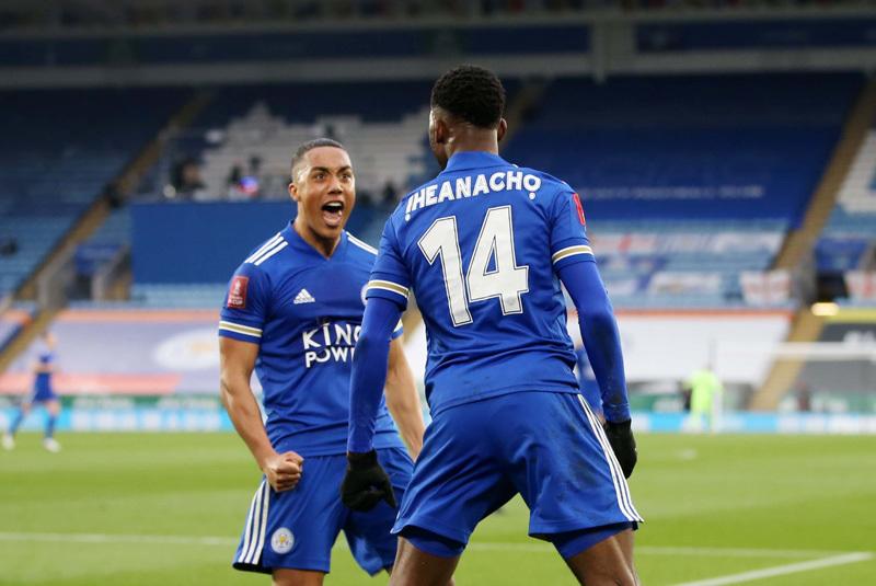 Thổi bay MU, Leicester vào bán kết FA Cup