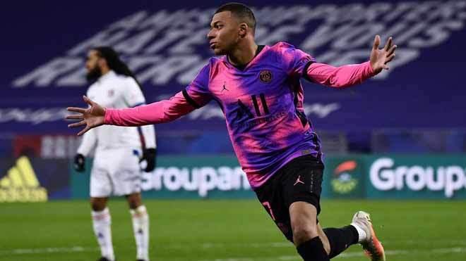 Mbappe lập cú đúp, PSG chiếm ngôi đầu Ligue 1