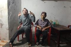 Mẹ già đơn thân đau đáu nỗi lo con trai bại não, nhiễm chất độc da cam