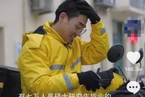 Thực hư vụ 70.000 thạc sĩ Trung Quốc đi làm shipper
