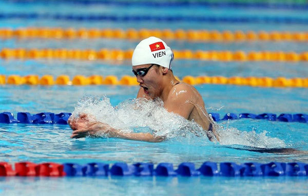 Swimmers compete at home, hope to win Olympic berths