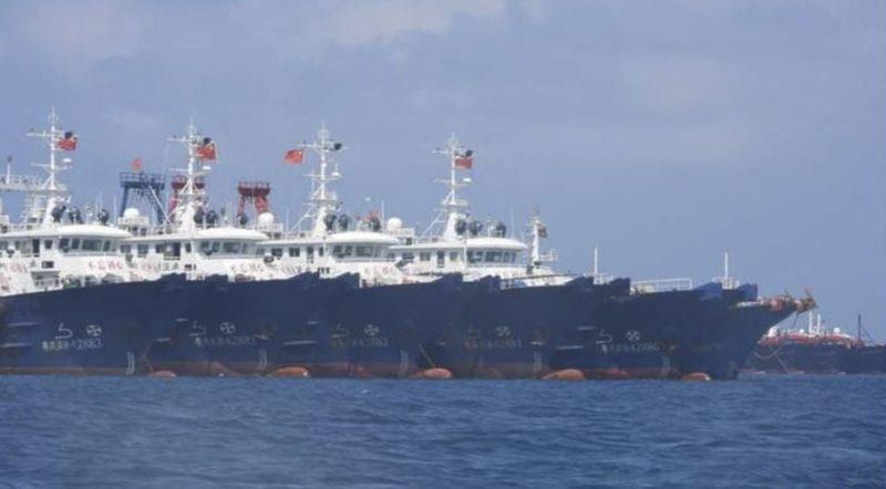 Philippines yêu cầu hơn 200 tàu Trung Quốc rời khỏi vùng tranh chấp
