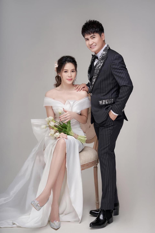 Ca sĩ Lương Gia Huy lần đầu công khai vợ kém 18 tuổi