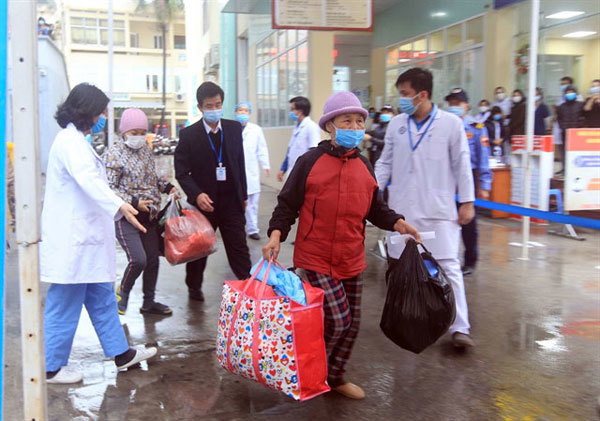Vietnam needs to change COVID-19 prevention policies as vaccines roll out: expert