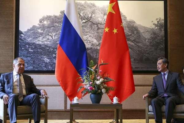 Nga kêu gọi Trung Quốc bớt phụ thuộc vào đôla Mỹ