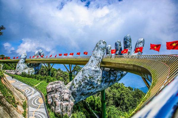 Golden Bridge in Da Nang named world's new wonders by UK daily