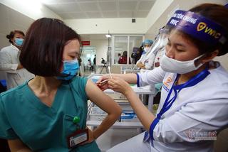 Hơn 55.000 người Việt Nam đã tiêm chủng vắc xin Covid-19 an toàn
