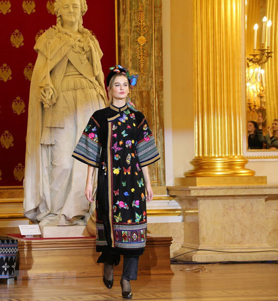 Vietnamese traditional dress,Russia