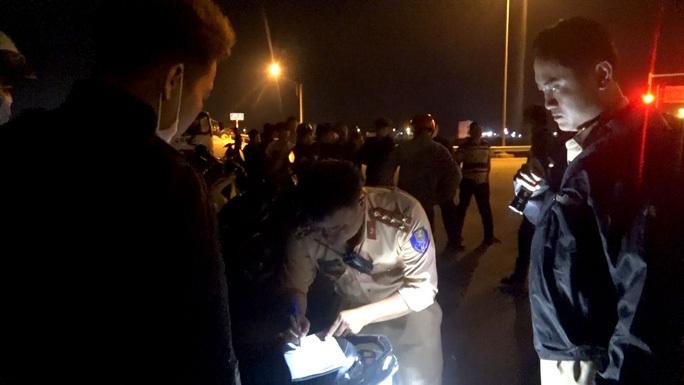 Đêm khuya, Phó Giám đốc Công an Bình Định đến hiện trường chỉ đạo vây bắt nhóm đua xe trái phép