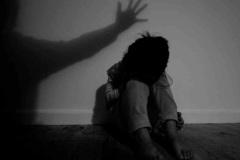 Cha dượng nhiều lần dâm ô, hiếp dâm con gái riêng của vợ