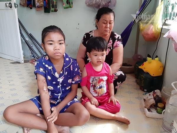 Trao hơn 45 triệu đồng cho 2 chị em Hồng Cẩm - Mỹ Ly