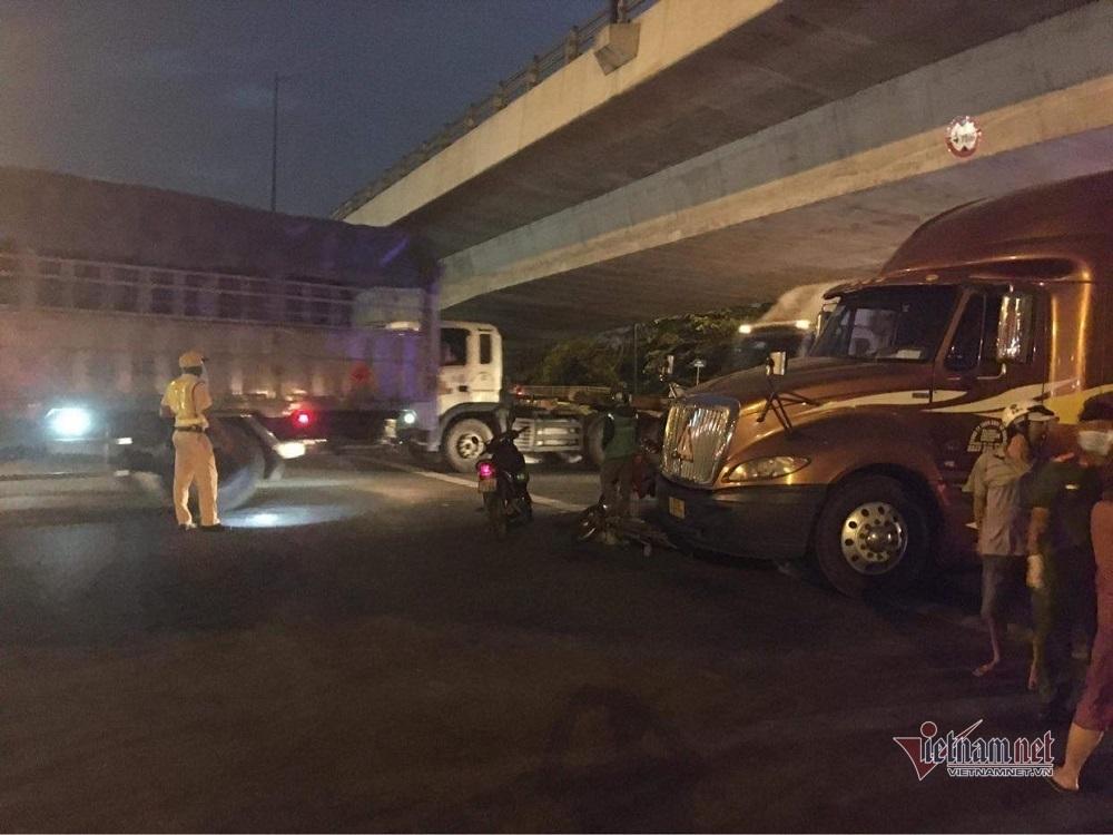Bị xe container cuốn vào gầm, bé gái 6 tuổi tử vong ở TP.HCM