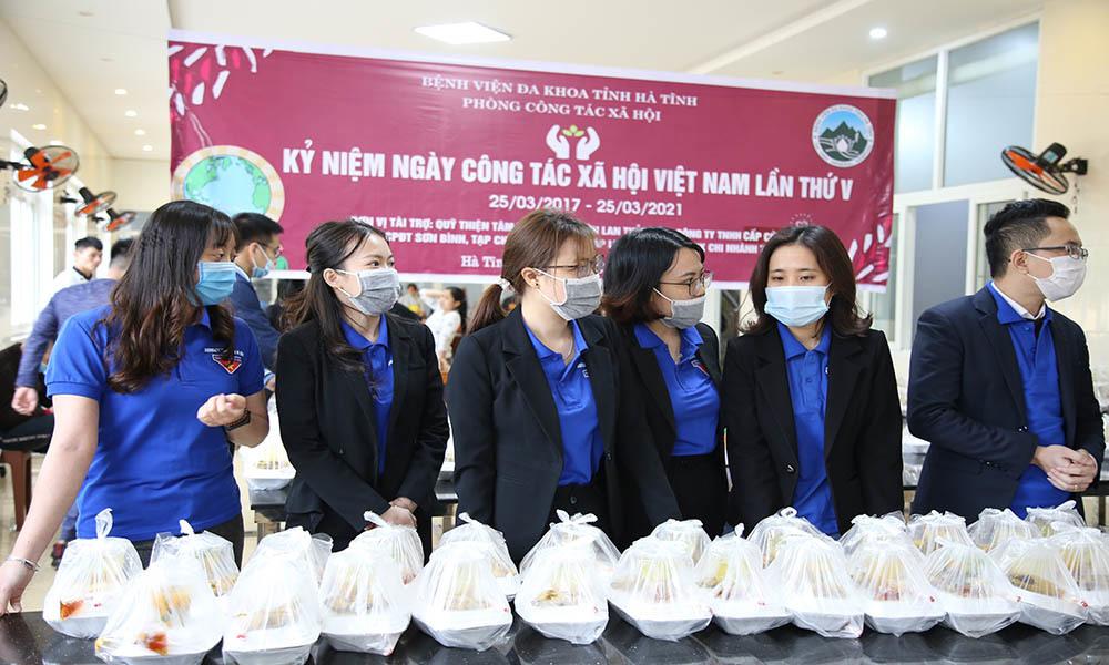 Hiếm có ở bệnh viện: Người nghèo vào điều trị được ăn cơm miễn phí
