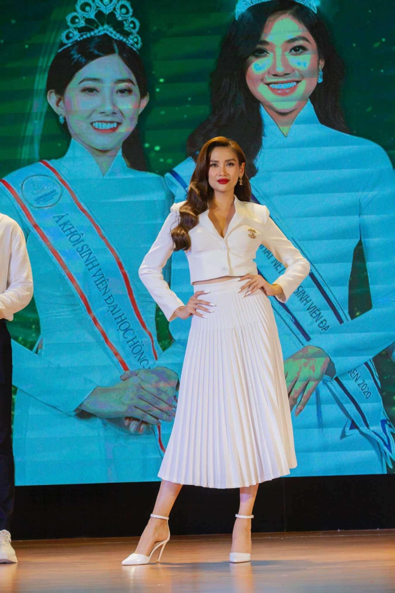 Võ Hoàng Yến, Đông Nhi làm giám khảo cuộc thi Hoa khôi sinh viên