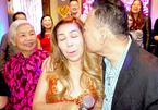 Nhạc sĩ Lê Quang hôn vợ ca sĩ Cam Thơ nồng nhiệt đón sinh nhật