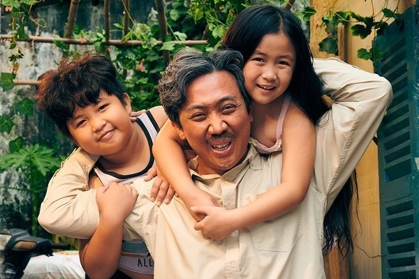 Các bác sĩ hãy thông cảm cho phim 'Bố già'