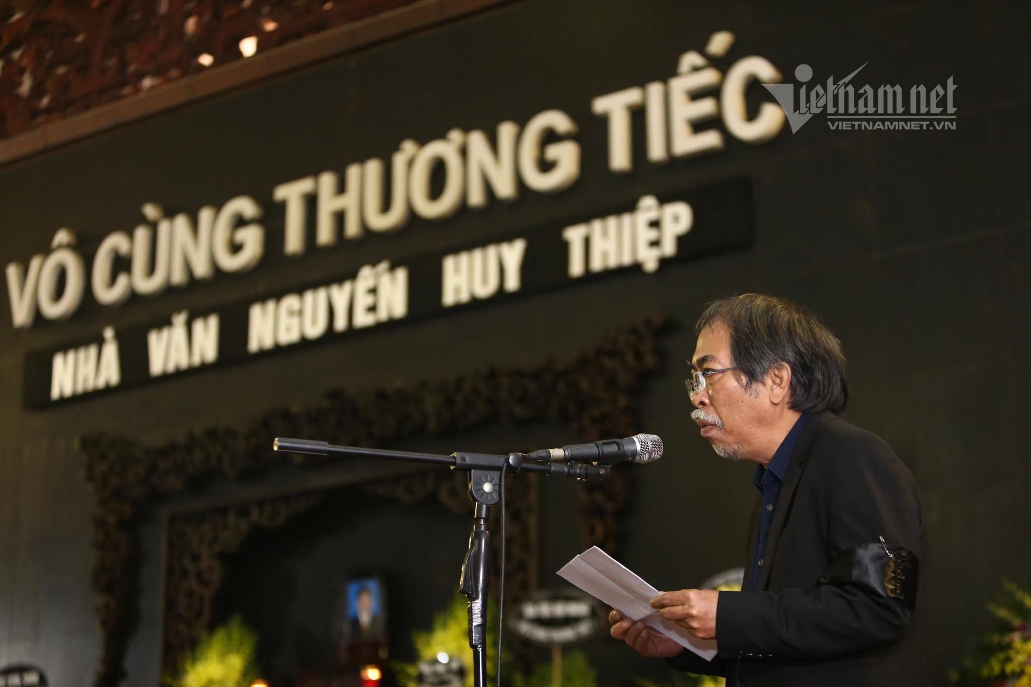 Nhiều văn nghệ sĩ đến tiễn biệt tác giả 'Tướng về hưu' Nguyễn Huy Thiệp