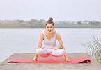 'Nữ hoàng trang sức' Diễm Hương - bà mẹ ba con tập yoga giữ dáng