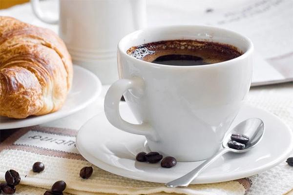 Những người không bao giờ nên uống cà phê