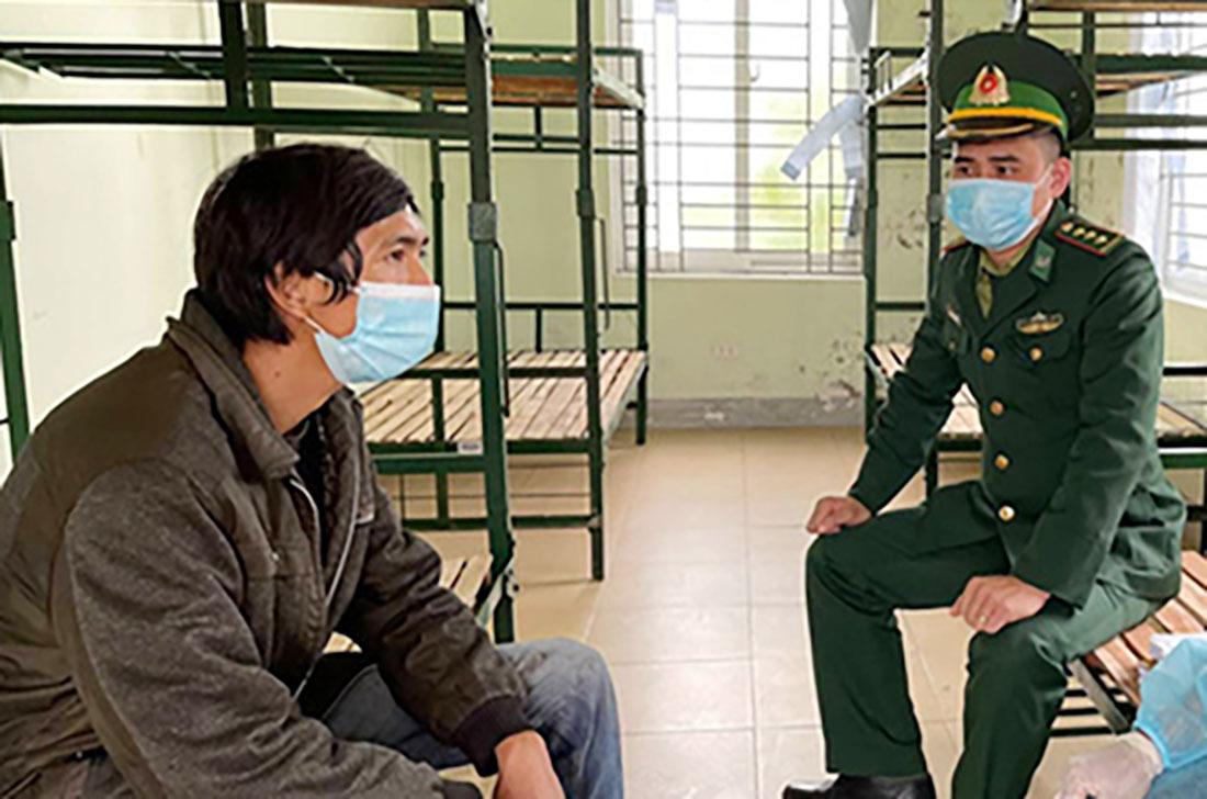 Tạm giữ chủ và lái xe giường nằm chở 53 người Trung Quốc nhập cảnh trái phép