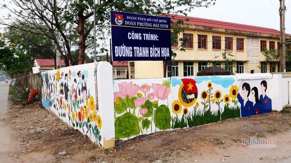 Thanh niên 'vẽ' những đường tranh bích họa rực rỡ ở Thanh Hóa