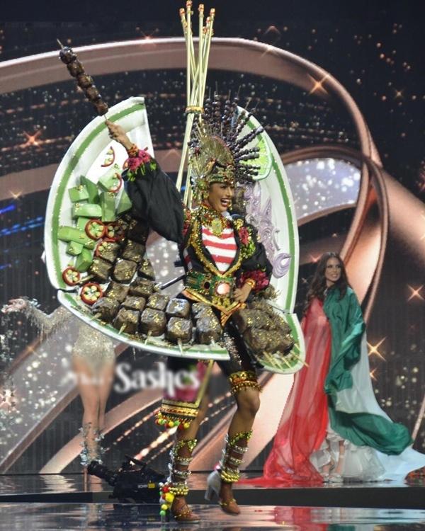 Miss Grand 2020: Ngọc Thảo nổi bật phần thi trang phục nặng gần 30 kg