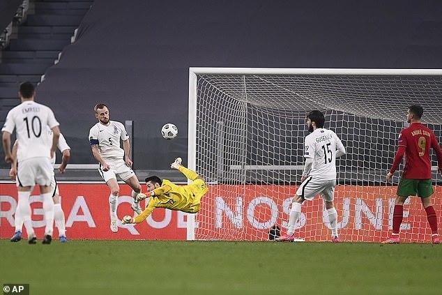 Bồ Đào Nha thắng nhọc trận ra quân vòng loại World Cup