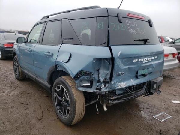 Nhiều xe tai nạn rao bán cho khách có nhu cầu mua phụ tùng