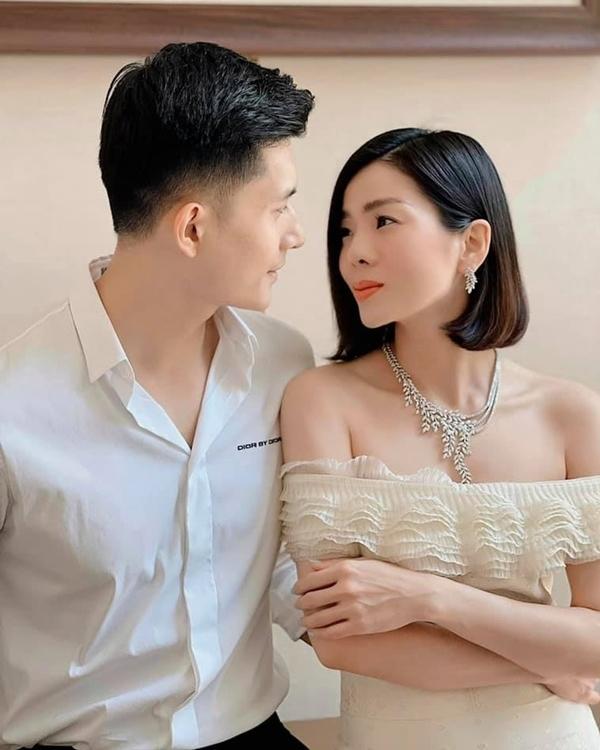 Gu thời trang đồ đôi ăn ý của Lệ Quyên và tình trẻ Lâm Bảo Châu - VietNamNet