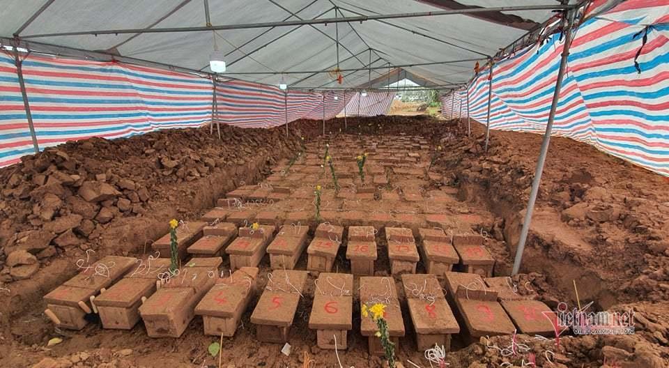 Đào cây chanh, người dân phát hiện hàng trăm mộ vô chủ ở Hà Nội