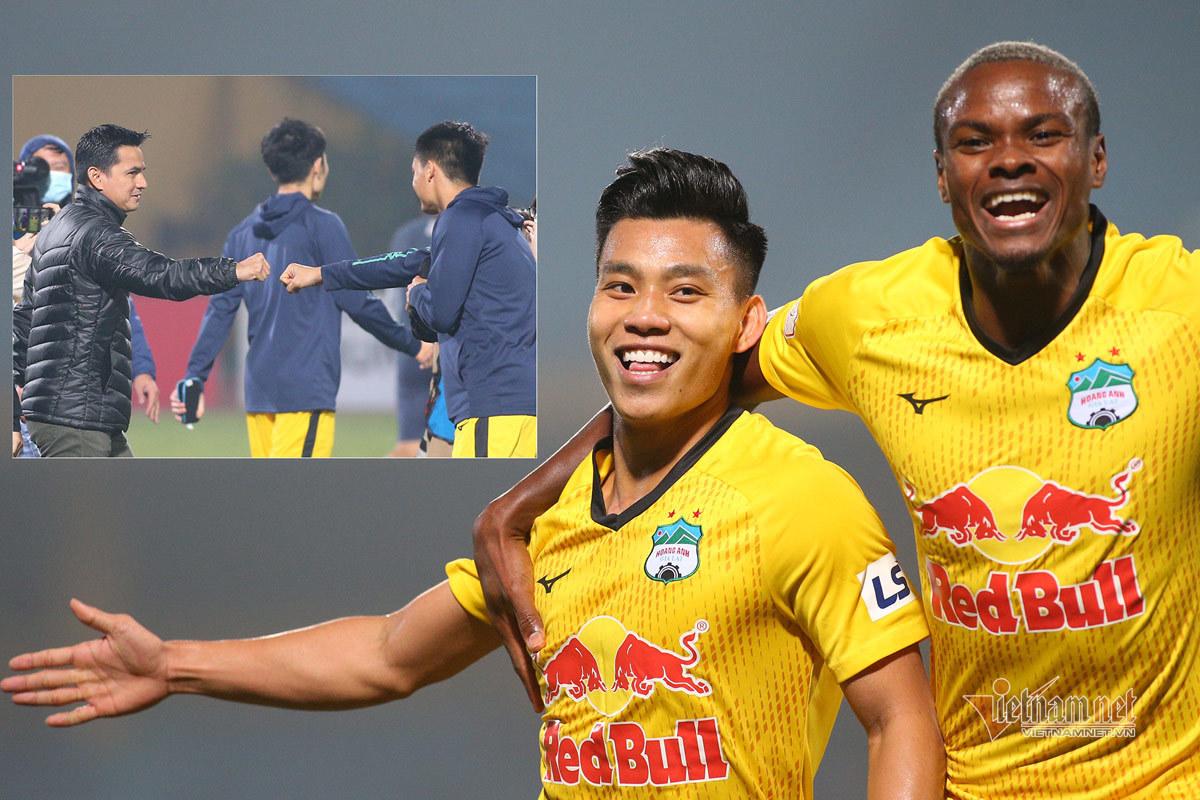 HAGL dẫn đầu V-League, báo Thái khen Kiatisuk cao tay