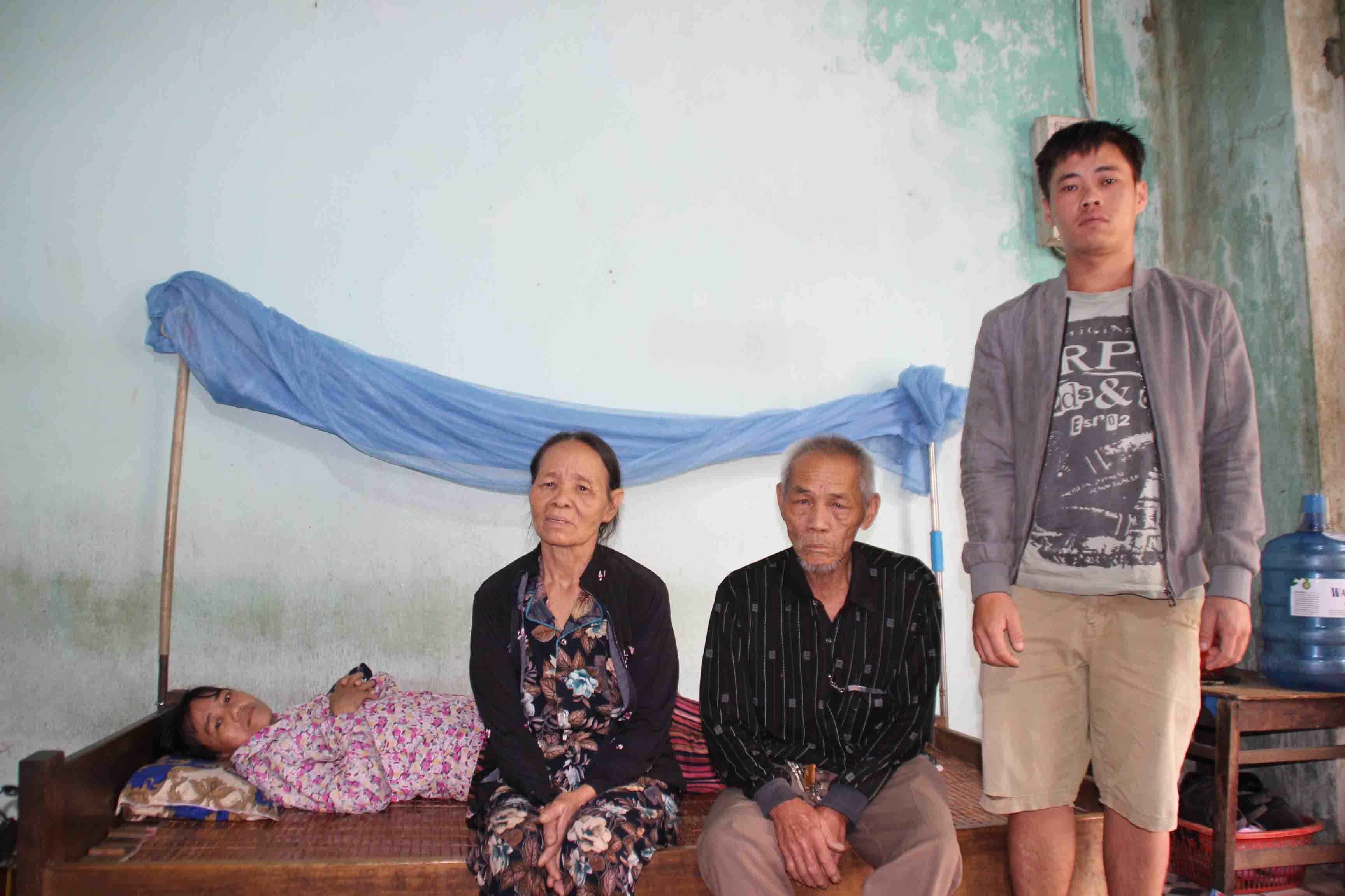 Cảnh cùng cực của gia đình có 5 người bệnh tật, lay lắt sống qua ngày