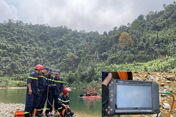 Sử dụng camera dò nước tìm kiếm thi thể công nhân Rào Trăng 3