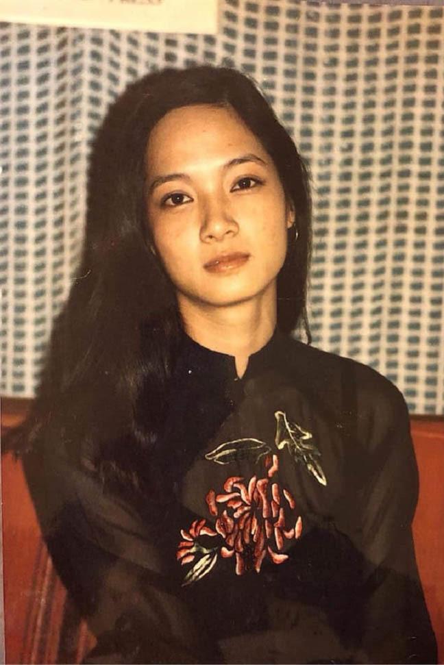 Nhan sắc vượt thời gian của NSND Lê Khanh ở tuổi U60