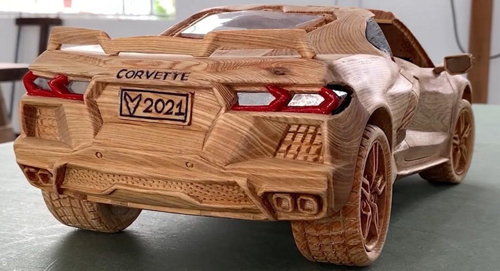Màn 'hô biến' khối gỗ thành siêu xe Corvette C8 như thật của nghệ nhân Việt