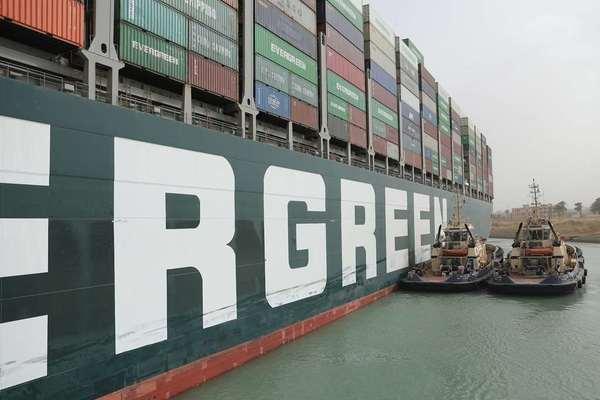 Thế giới thiệt hại hàng trăm triệu USD mỗi giờ sau sự cố kênh đào Suez
