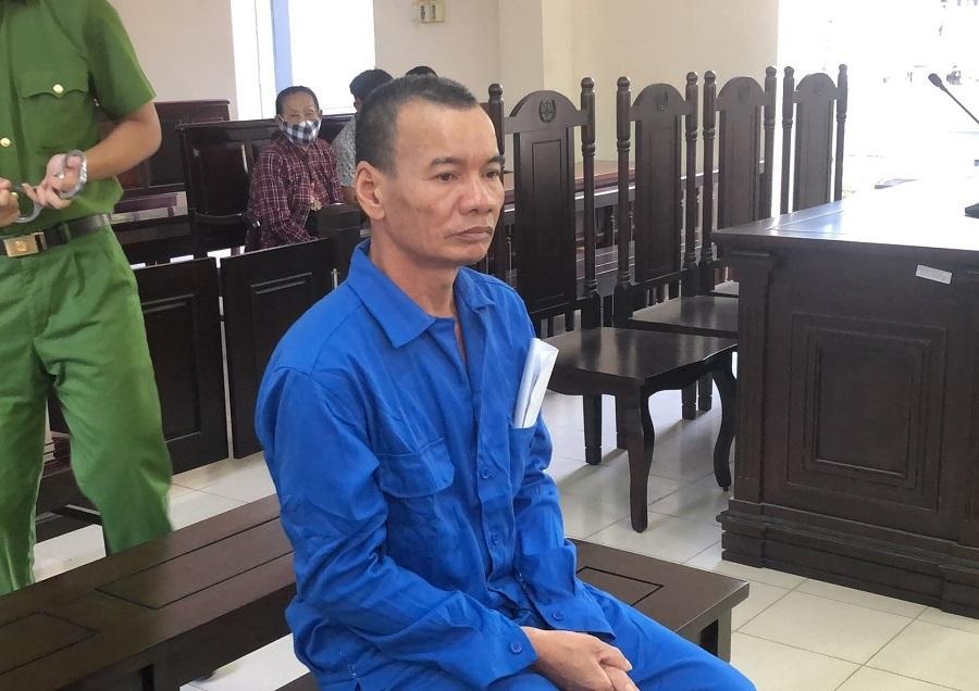 Lĩnh 14 năm tù vì cầm dao rựa chém hàng xóm thương tích